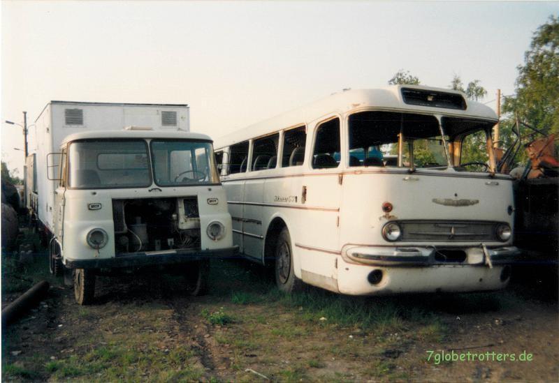 Robur LO 3000 mit Kofferaufbau und Ikarus 55