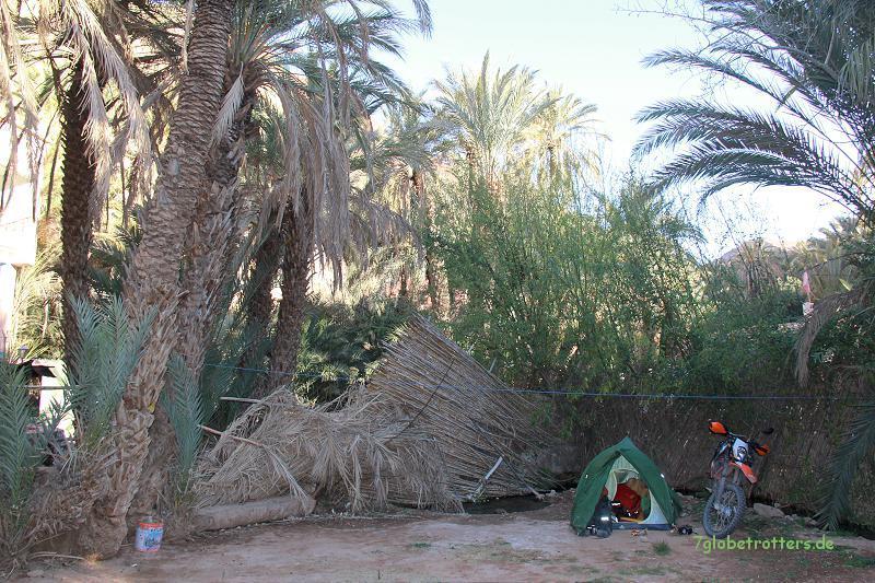 Wieder eine Nacht im Zelt neben der KTM: Tinerhir/Marokko