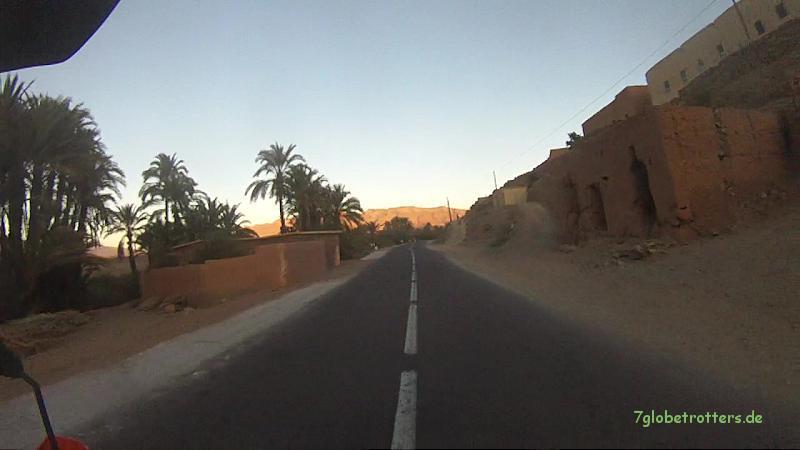 Abendliche Fahrt durch das nördliche Draa-Tal