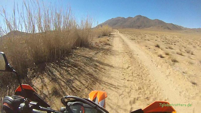Mit der KTM 690 Enduro R durch den trockenen Jbel Sarhro, Marokko
