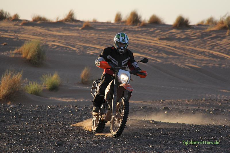 Fahrschule mit der KTM 690 Enduro R in der KemKem, Marokko