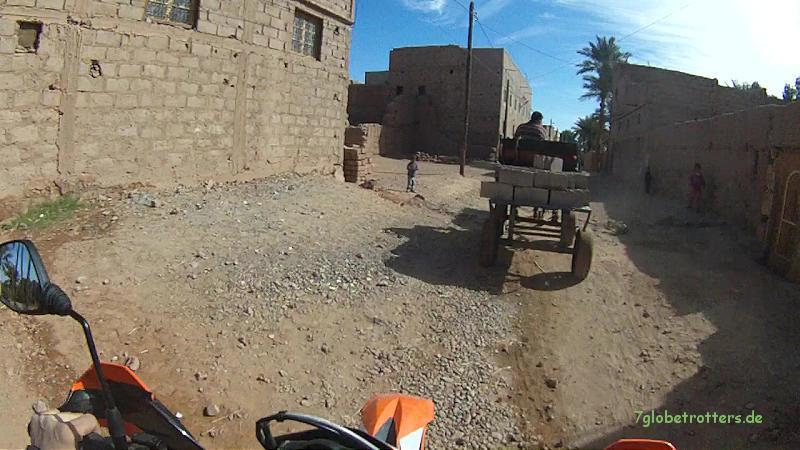 Neumodisches Oasendorf am Draa, Marokko
