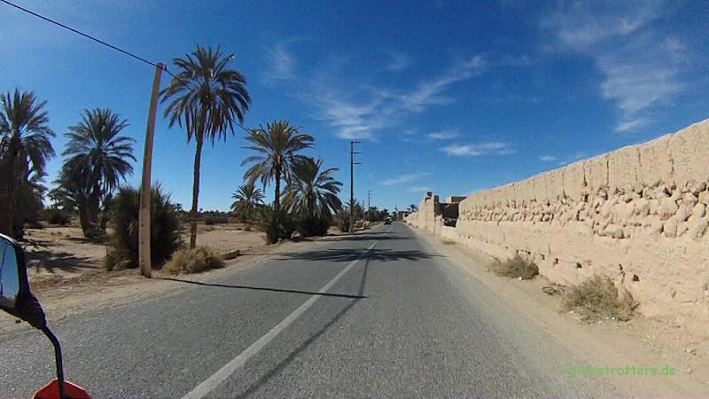 130210 KTM Marokko Rissani ortseinfahrt 013
