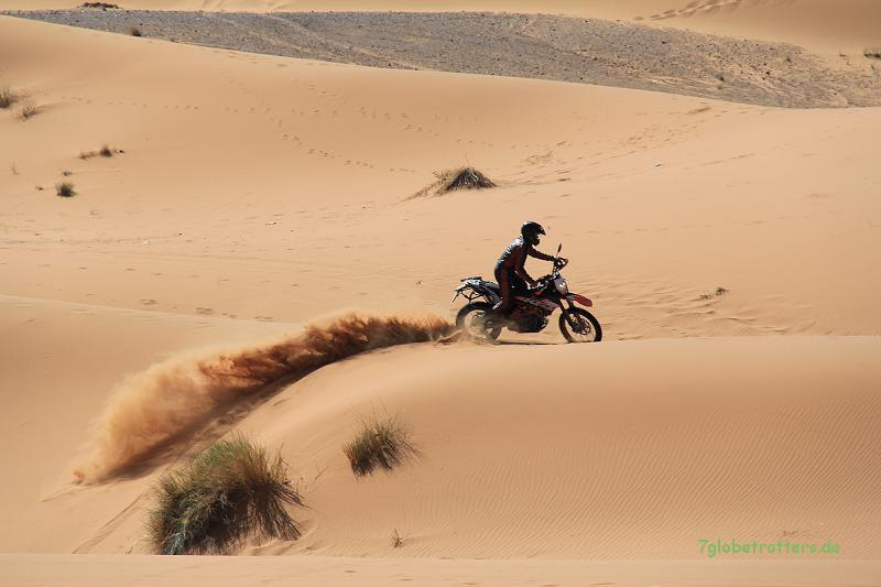 KTM 690 Enduro R am Erg Chebbi