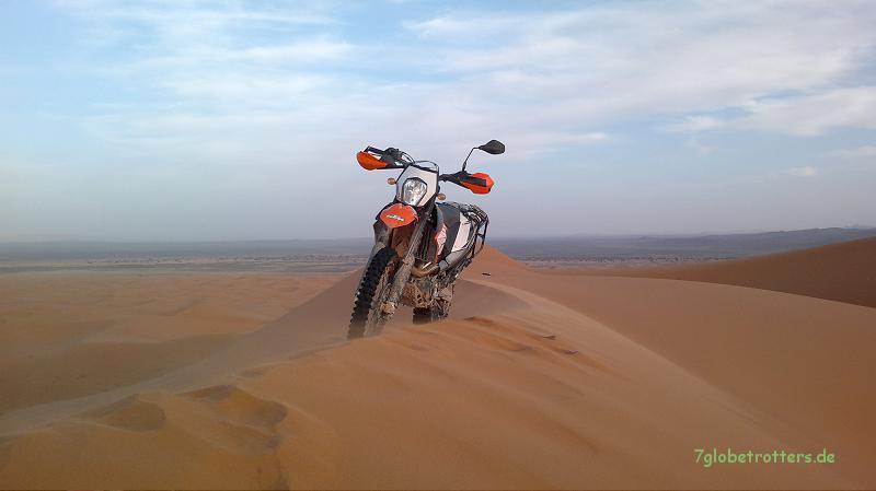 KTM 690 Enduro R auf der Grand Dune von Merzouga, Marokko
