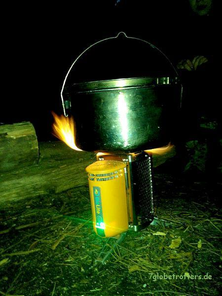 Stromversorgung beim Kochen mit dem Biolite CampStove
