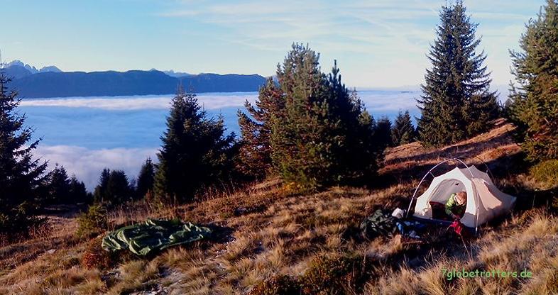 Der Morgen nach dem Nachtbiwak: Nebel im Tal unter der Plose