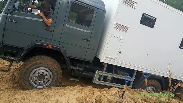 Expeditionsmobil offroad: 3 Differentialsperren helfen aus dem Dreck