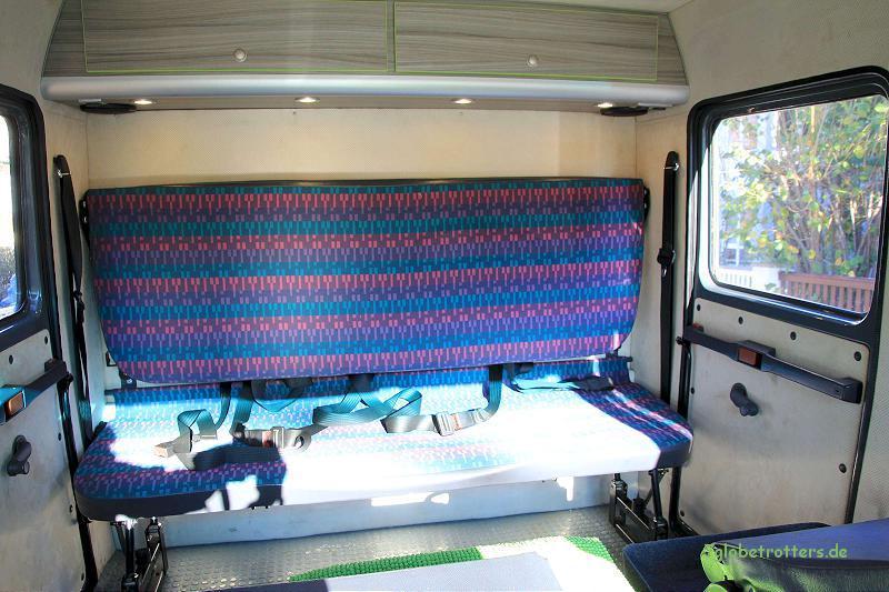 4 eingetragene Sitzplätze auf der Rücksitzbank von Mercedes