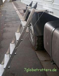 Stehleiter als Eingangstreppe umgebaut