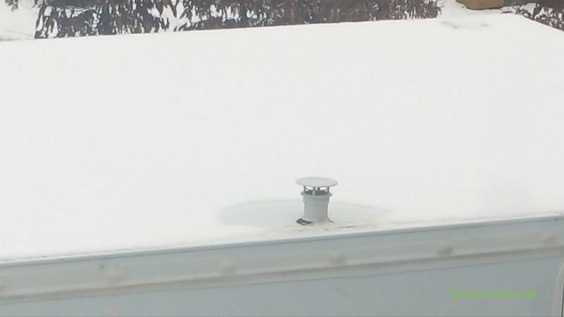 Schnee auf dem Dach bei 26,5°C Innentemperatur - dank guter Dämmung