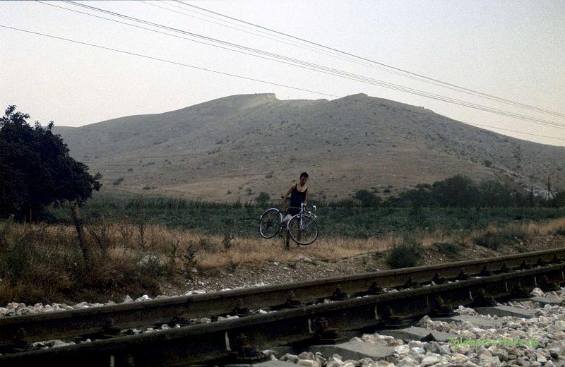Wer sein Fahrrad liebt, der... (Dornengesträuch bei Krichim)