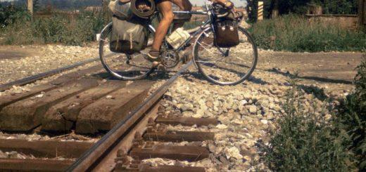 Typischer Bahnübergang