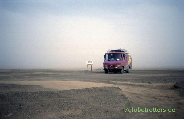 MB 407 D am Wegweiser zum Erg Chebbi