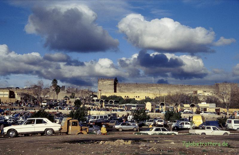 1996 Marokko: Taxistellplatz in Meknes
