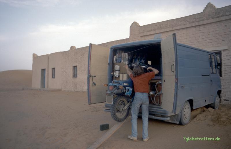 Motorradtransport im Düdo