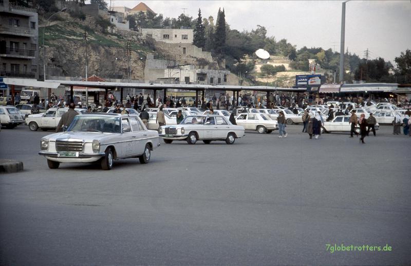 Taxistand von Amman mit Mercedes /8 (W114)