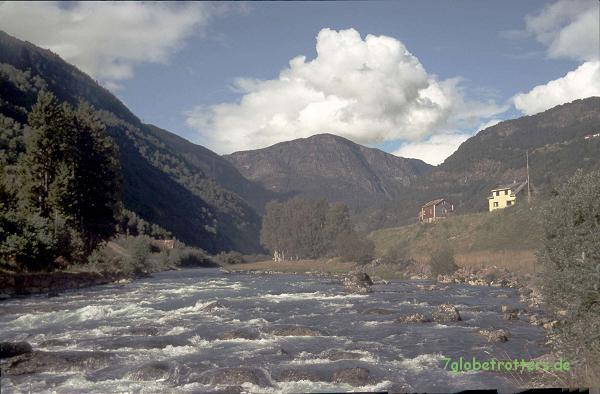 Nach dem Sognefjell kommt DER Lachsbach Norwegens: Lærdalselvi