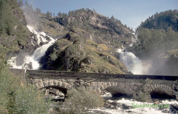 Doppelwasserfall Låtefossen