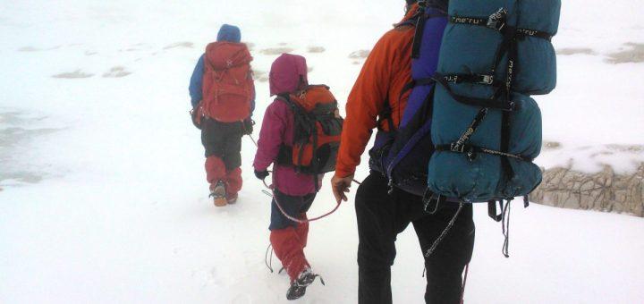 Abstieg von der Sellagruppe bei Nebel und Schnee