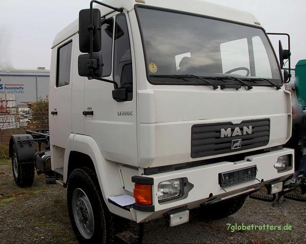 MAN LE 220 C mit kurzer Doka und Euro 3