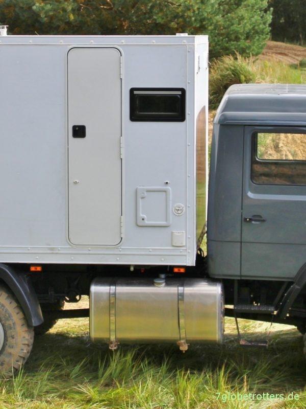 Toilette im Wohnmobil, Kassettentoilette mit Serviceklappe