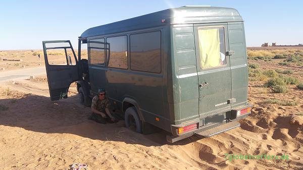 Der MB 711 D macht auch in der Wüste Spaß, kommt aber ohne Allrad auch an Grenzen