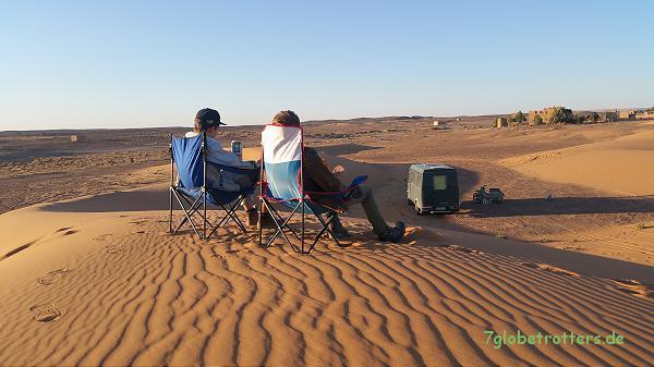 Basislager der Wüsten - Motocrosser am Erg Chebbi