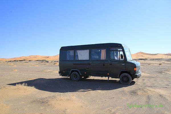 MB 711 D offroad in der marokkanischen Wüste: Noch recht humane Wellblechpiste am Erg Chebbi