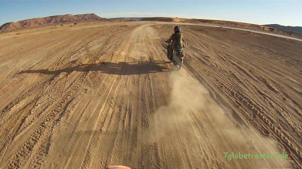 Simson Schwalbe offroad: Staubpiste südlich von Taouz, Marokko