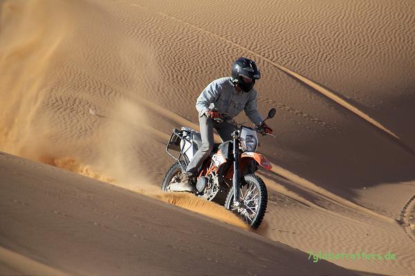 KTM 690 Enduro R in den Sanddünen: Mit Vollgas geht alles...