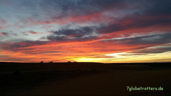Fantastischer Sonnenuntergang in der Wüste