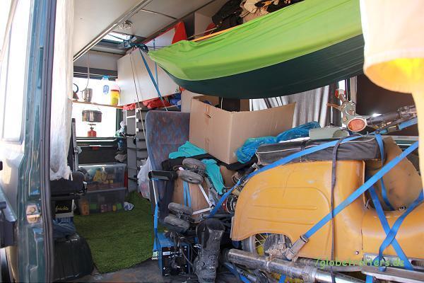 Marokko: Mopedtransportmobil mit Hängematte