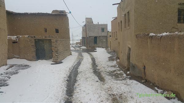 Schnee zwischen dem Tizi-Tirherhouzine und Imilchil