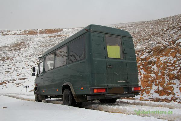 MB 711 D im Schnee zwischen dem Tizi-Tirherhouzine und Imilchil
