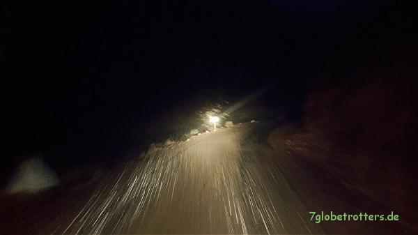 Nachtfahrt in Marokko: Abfahrt vom Tizi-Tirherhouzine