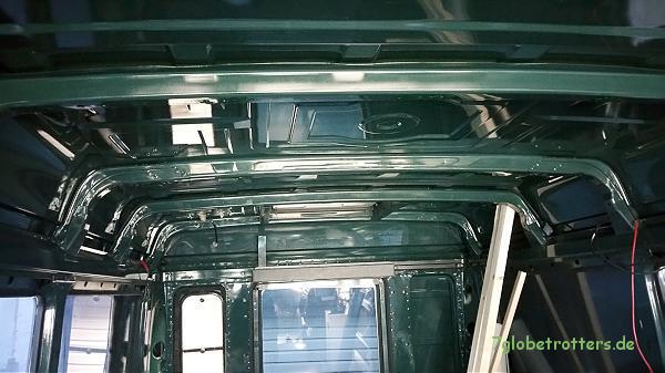 Die Spriegel im Kastenwagen nach Entfernung der alten Mineralwolledämmung