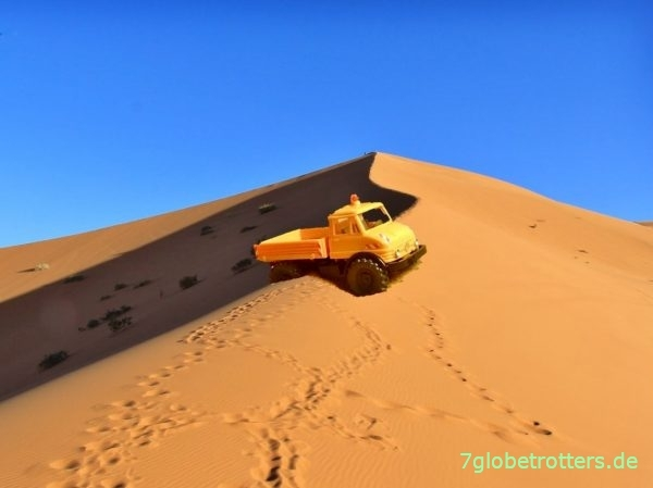 Unimog U 406 Modell im Sand