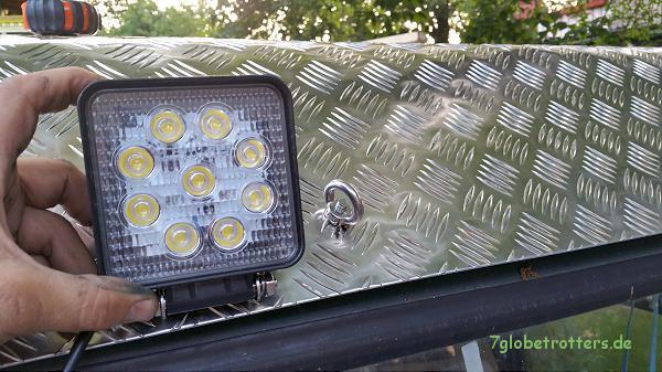 Anprobe der Dachscheinwerfer auf dem Kastenwagen