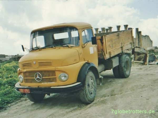 Mercedes-Benz Kurzhauber LAK 1113 B als Kipper in Jordanien