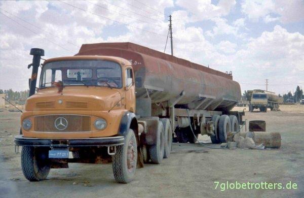 Mercedes-Benz Kurzhauber LS 2624 (?) als irakische Dreiachser-Sattelzugmaschine mit Tankauflieger