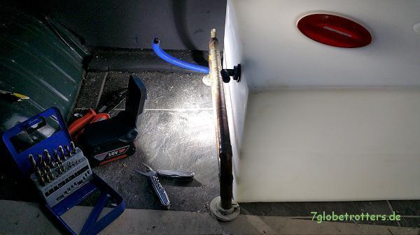 Maßnehmen für den Wassertank neben dem Heizkörper im Wohnmobil - Bad