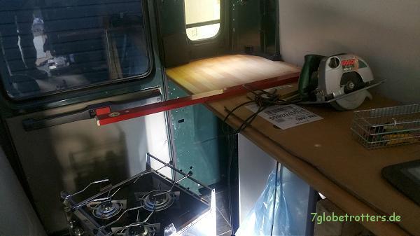 Provisorische Küchenarbeitsplatte im Wohnmobil