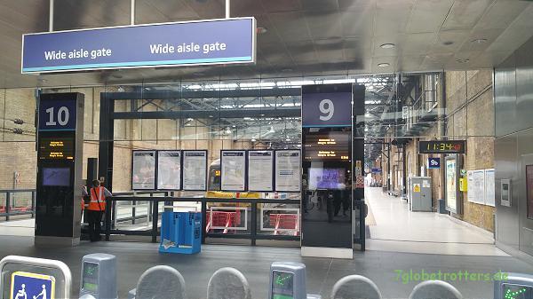Zwischen Gleis 9 und 10 liegt das Gleis 9 3/4 - also ab durch die Absperrung!