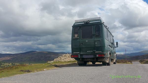Schmale Straßen in den schottischen Highlands, meist nur bis 7,5 Tonnen frei