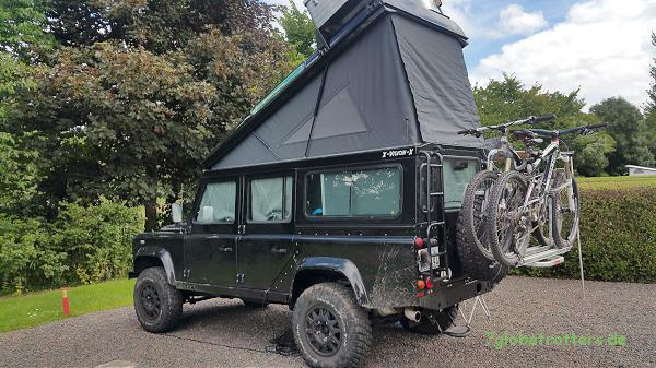 Land Rover mit Aufstelldach in Schottland