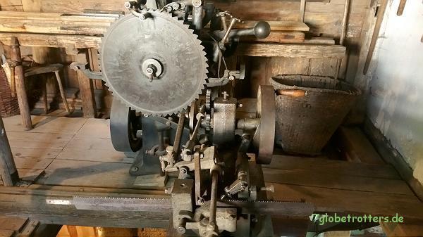 Sächsische Schweiz, Neumannmühle: Zwei Automaten zum Anschleifen von Sägeblättern