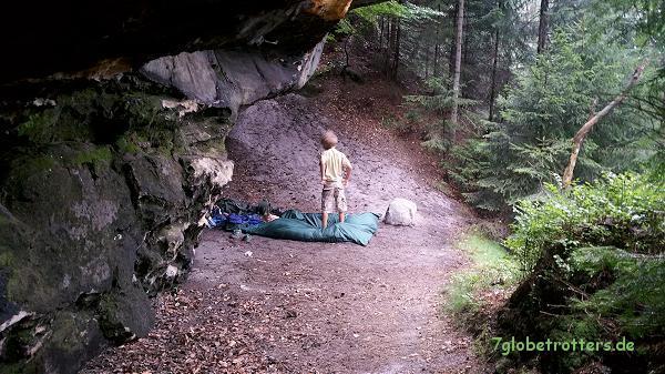 Abenteuerwandern mit Kindern: Eine Boofe