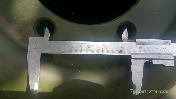 Messung der Unimogfelgen: Lochabstand