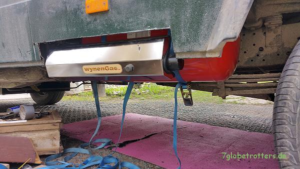 Jetzt hängt der Wynen Gastank direkt unter der Bodenplatte des Kastenwagens